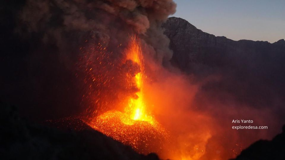 Strombolian eruption from Raung volcano