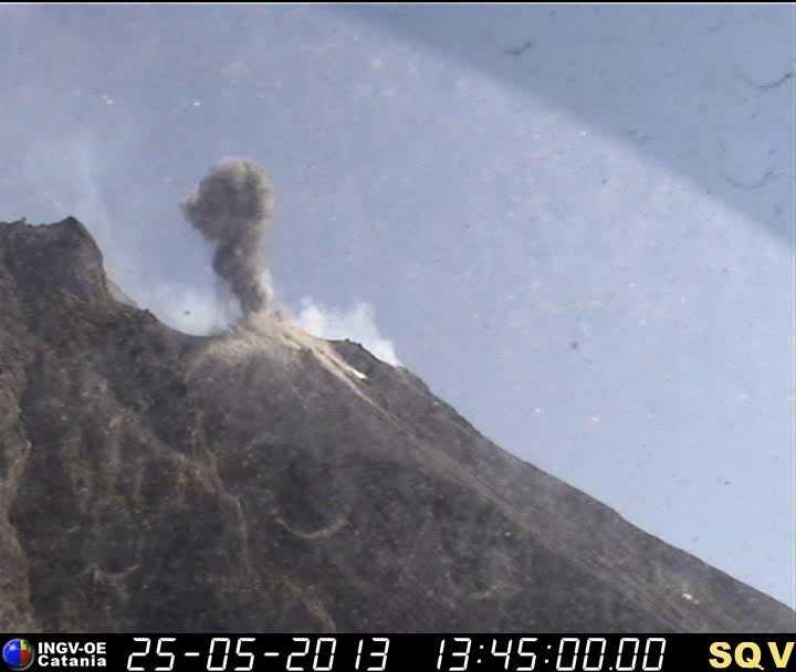 Explosion from the NE vent of Stromboli on the INGV webcam