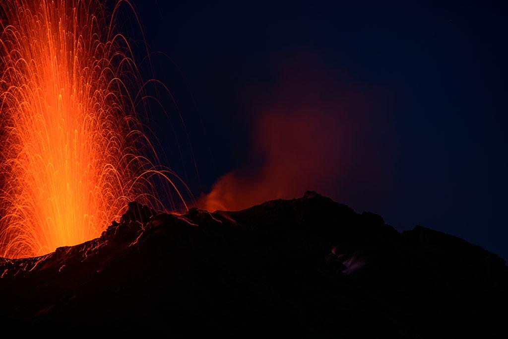 Strong eruption from Stromboli's NE vent on 19 Oct 2016 evening (image: Doug McIlravey)
