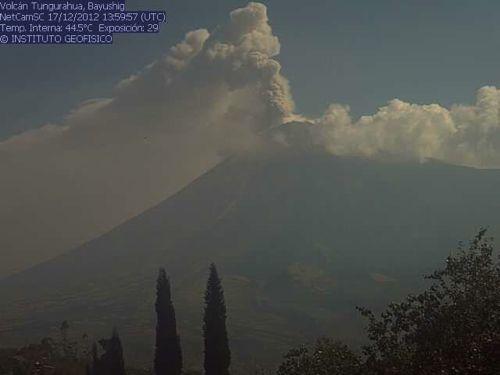 Tungurahua volcano seen on 17 Dec (IG)