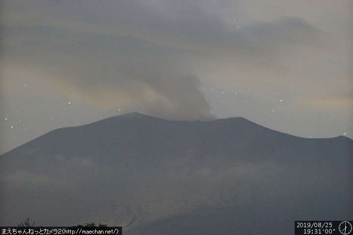 Ash plume from Asama volcano yesterday evening (image: Asama live webcam)