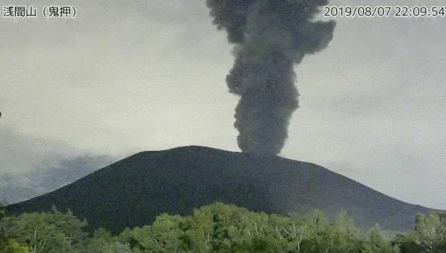 Eruption of Asama volcano yesterday (image: JMA webcam)