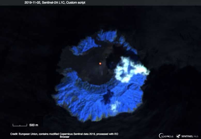Presence of lava in the central cone's crater of Barren Island on a recent satellite image (image: Sentinel Hub)