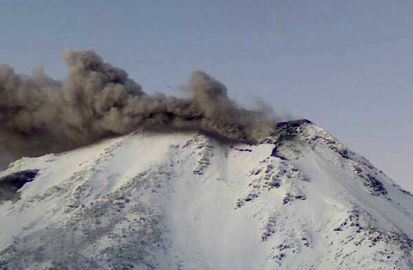 Small ash emissions from Nevados de Chillán volcano yesterday (SERNAGEOMIN)