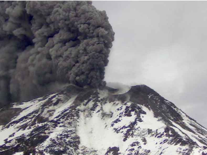 Eruption of Nevados de Chillan on 9 May morning (SERNAGEOMIN)