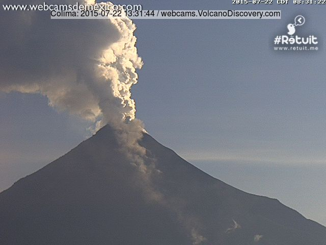 Steam plume from Colima and a small rockfall