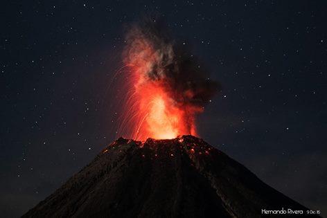 Vulcanian explosion at Colima yesterday morning (photo: Hernando Rivera)