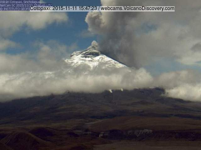 Moderately strong ash emission from Cotopaxi this morning