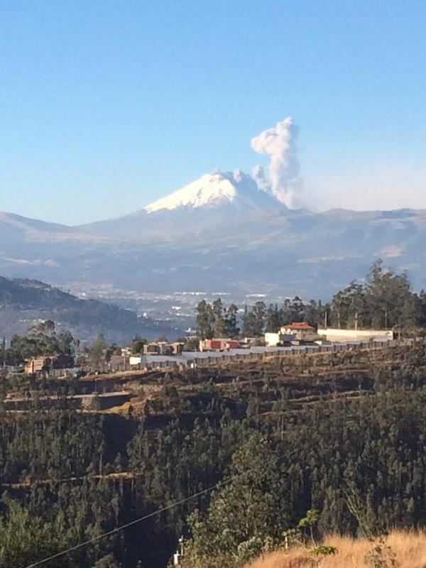 Eruption from Cotopaxi this morning (image: juan jose espinosa p / twitter)