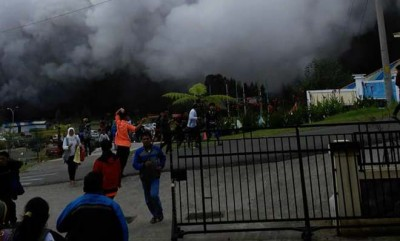 Steam from the Sileri crater (Dieng volcano) during yesterday's eruption (image: Dok via SuaraMerdeka)