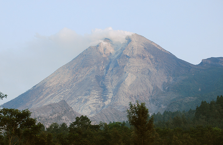 The summit section of Merapi on 27 Oct with the large scar where the new dome is growing.