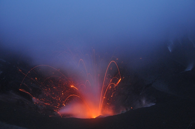 Strombolian eruption at Dukono volcano (Halmahera, Indonesia) 18 July 2014 (image: Andi / VolcanoDiscovery Indonesia)