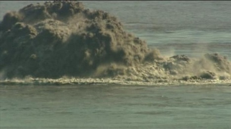 One of the explosions ejecting ash above the surface (image: Radio Televisión Canaria, http://www.rtvc.es/)