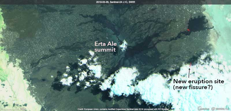 Satellite image of Erta Ale from yesterday shows a new hot spot (possible area with new lava flows) on the ESE flank (image: Sentinal-hub)
