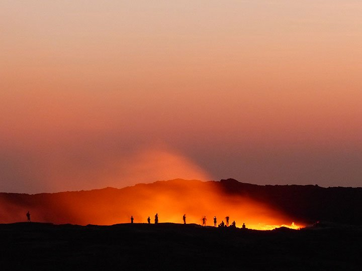 Observers at the edge of Erta Ale´s summit lava lake around dawn, November 2015 (photo: Ingrid Smet - VolcanoAdventures)