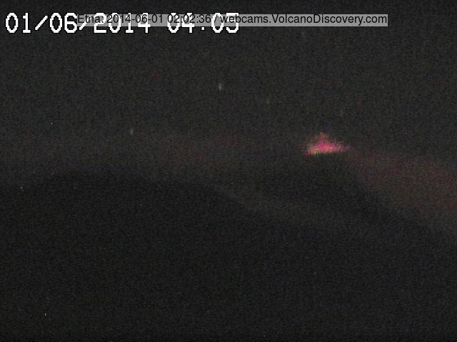 Слабая (но среди сильнейших в прошлом ночь) Стромболианская деятельность на новых SE кратер