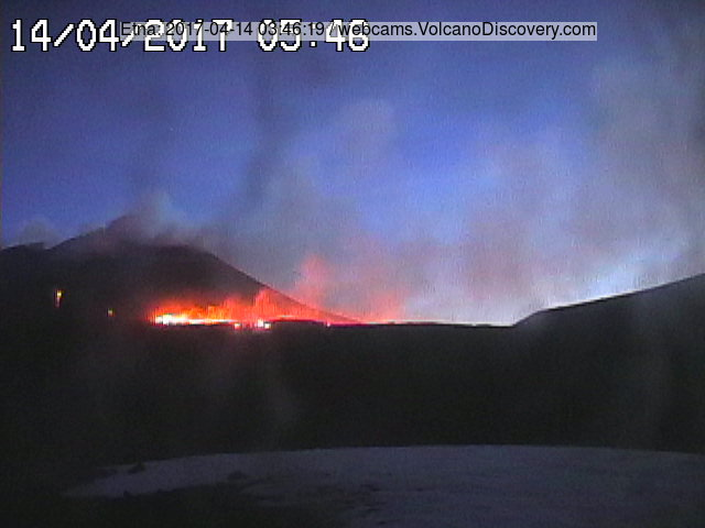 Etna's lava flow this morning (Radiostudio 7 webcam from Montagnola)