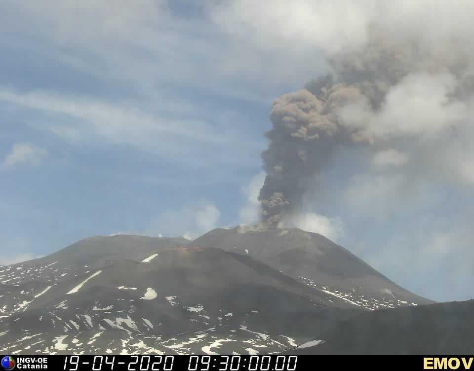 Eruption of Etna's New SE crater this morning (image: INGV webcam)