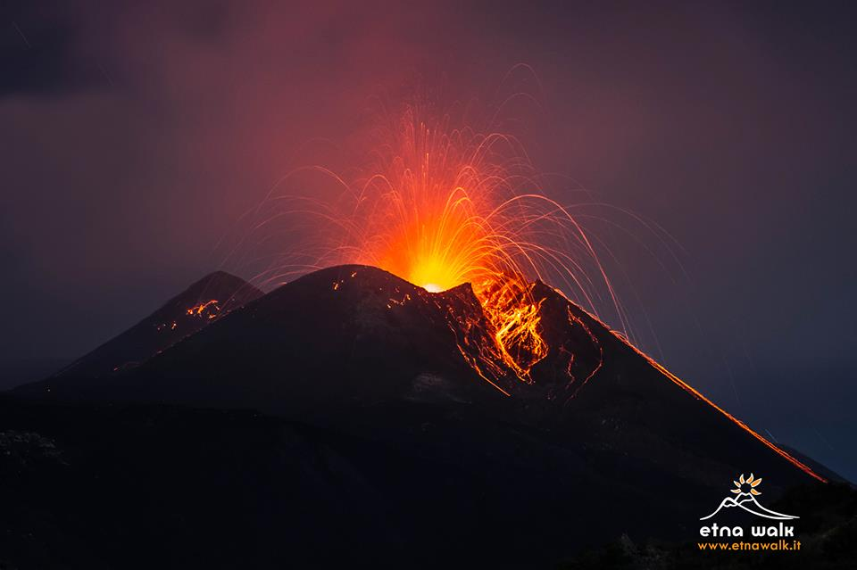 Explosion yesterday evening (25 Sep) from Etna's New SE crater (photo: Marco Restivo / www.etnawalk.it)