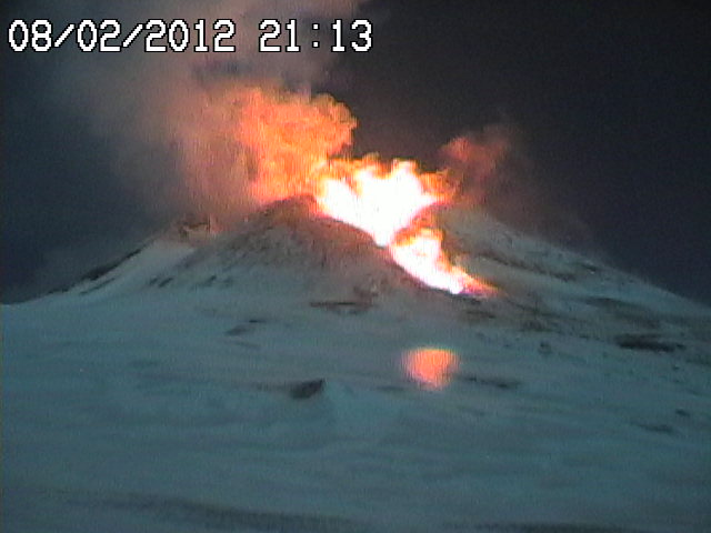 Vigorous strombolian activity and/or start of low fountains and possibly a lava flow (radiostudio7 webcam)