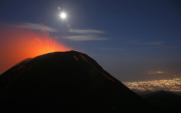SE crater in strombolian eruption on the evening of 4 Oct. 2006 Lights of Catania in background.