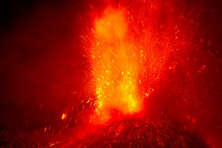Lava fountain at the New SE crater during the 16th paroxysm in 2013