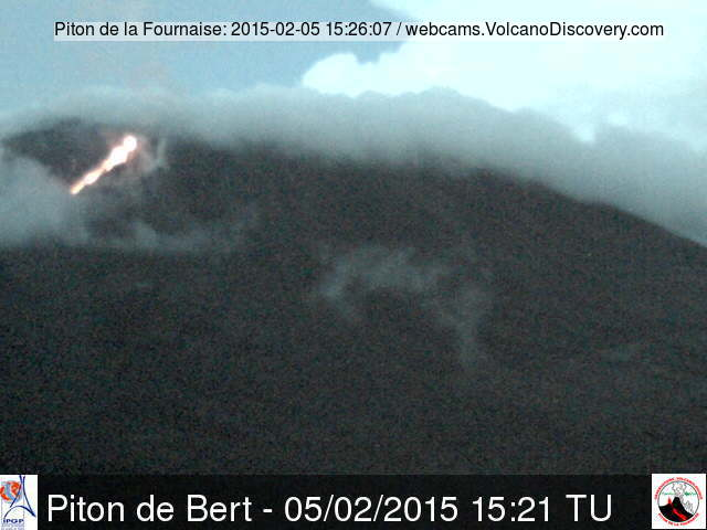 Lava flow from Piton de la Fournaise this evening