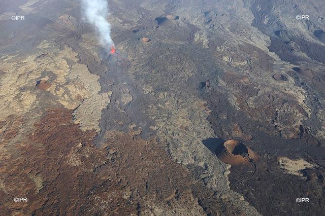 The new eruption of Piton de la Fournaise seen from above on 1 Feb 2017 (image: Imaz Press Reunion)