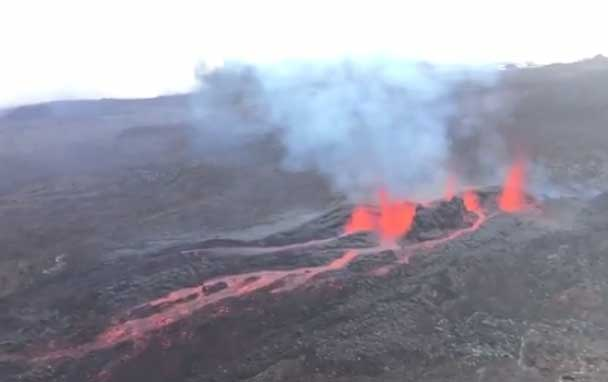 Lava fountains from Piton de la Fournaise's eruption yesterday (image: Imaz Press)