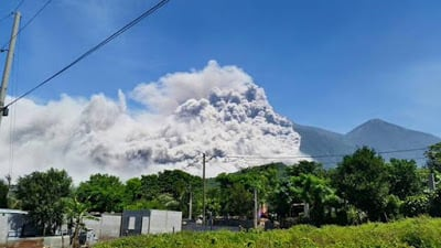 Pyroclastic flow on Fuego volcano, July 1, 2015 (image: CONRED)