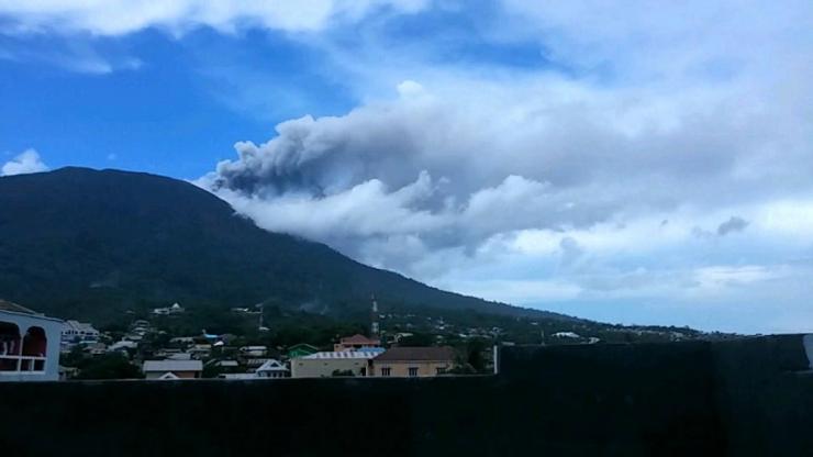 Explosion at Gamalama volcano (image: ITN News)