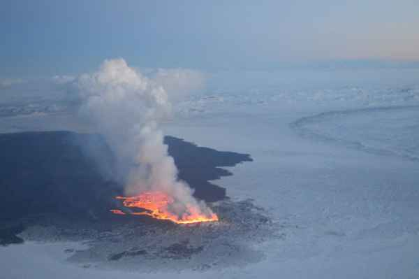 Aerial view of the Holuhraun eruption yesterday (credit: Martin Hensch / IMO)
