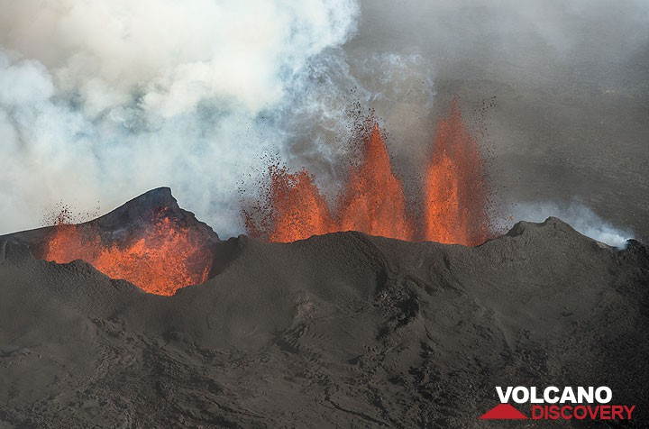 Lava fountains from the main vent at Holuhraun this afternoon