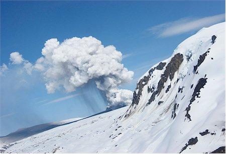 Nouvelle fissure éruptive du volcan Hudon (photo prise le 26 octobre, avec la permission et le copyright Sernageomin.cl)