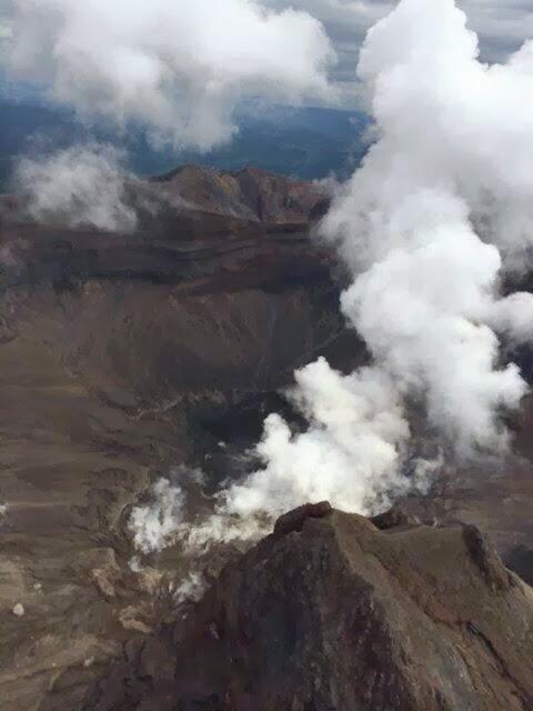 The crater of Kelut volcano on 23 Feb 2014 (photo: https://twitter.com/RocknRoll_18270)