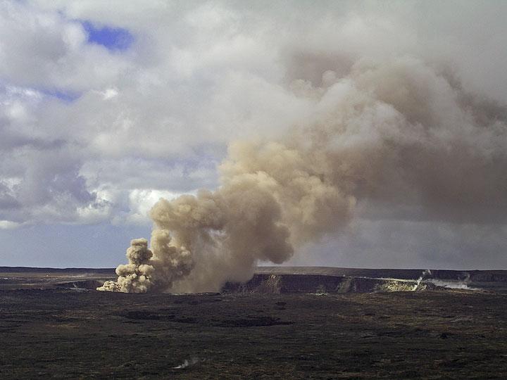 The ash plume from the new Halemau'uma'u vent.