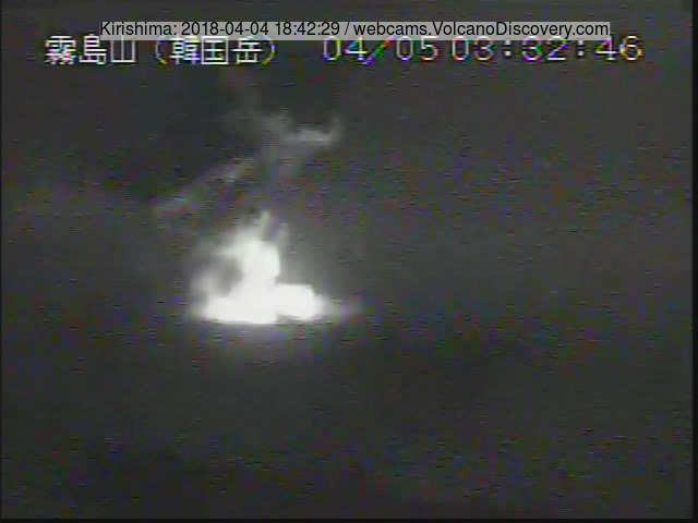 Eruption of Kirishima's Shinmoedake volcano this morning (image: MBC webcam)
