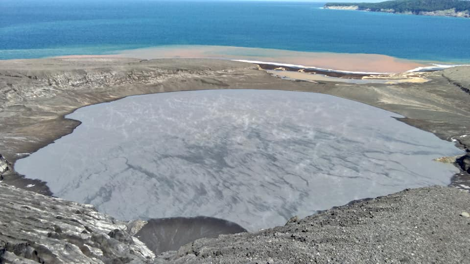 Krakatau's water-filled crater as seen on 4 May 2019 (image: Galih Jati / VolcanoDiscovery Indonesia)