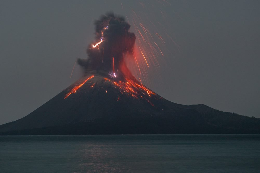 Vulcanian eruption with lightning at Krakatau (image: Martin Rietze / www.mrietze.com)