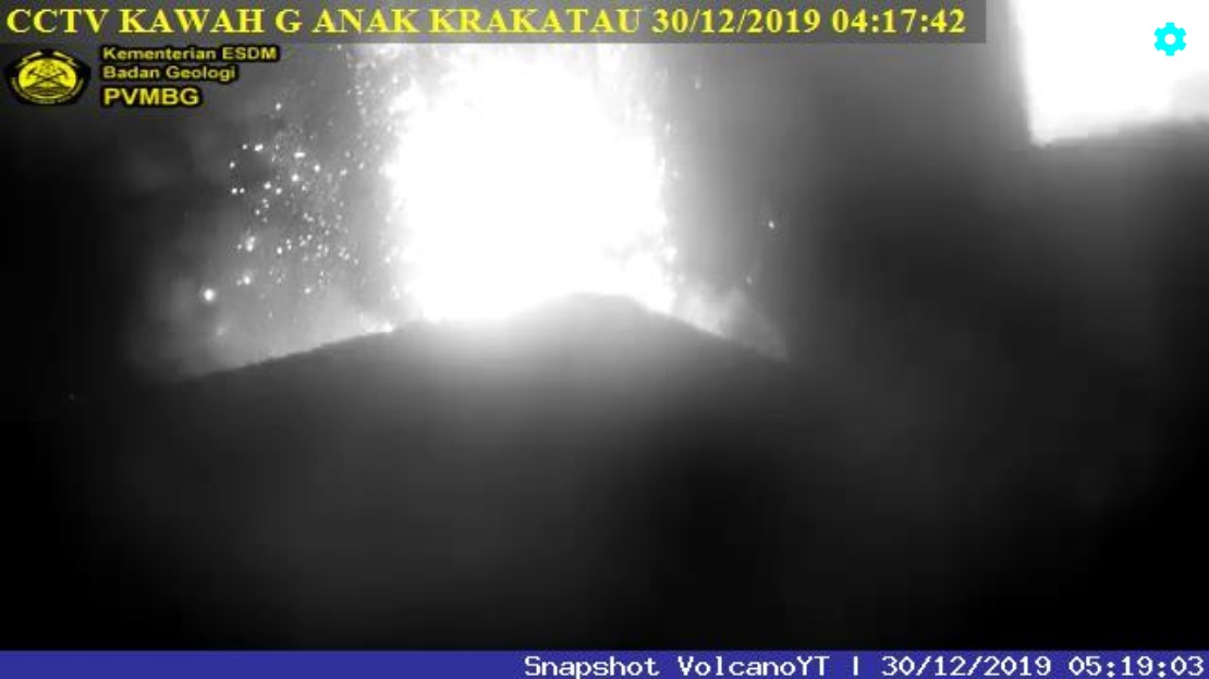 Strombolian eruption at Krakatau volcano (image: PVMBG)