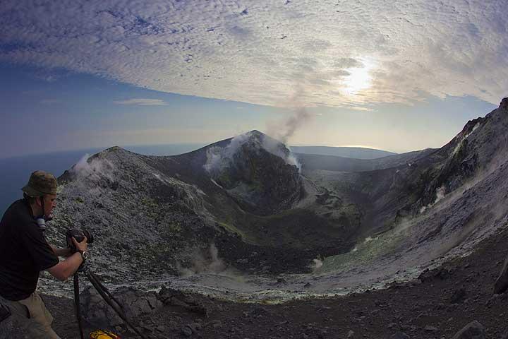 Panorama van de top krater van Anak Krakatau (2 juli 2012)