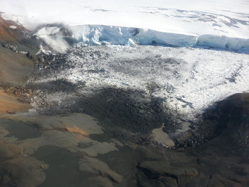 Aerial photo of the NE rim of the Kverkjökull glacier with deposits of the flood and ash from the phreatic explosion (