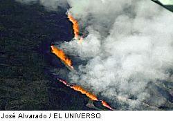 Fissure vents on the SW flank of La Cumbre (Photo: José Alvarado, El Univers)