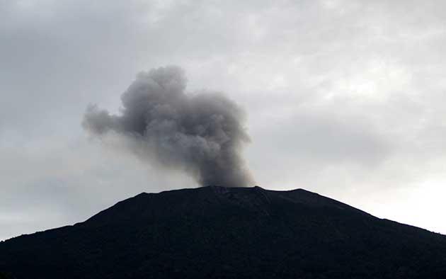 Ash emission from Marapi volcano on Sumatra (ANTARA/Muhammad Arif Pribadi/rj)