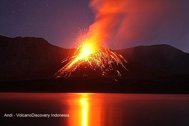 Strombolian eruption from Barujari (Rinjani volcano) yesterday (image: Andi / VolcanoDiscovery Indonesia)