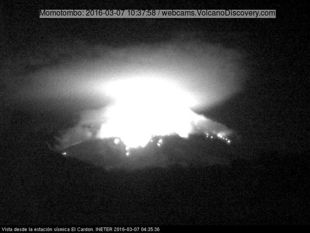 A spectacular explosion at Momotombo yesterday night