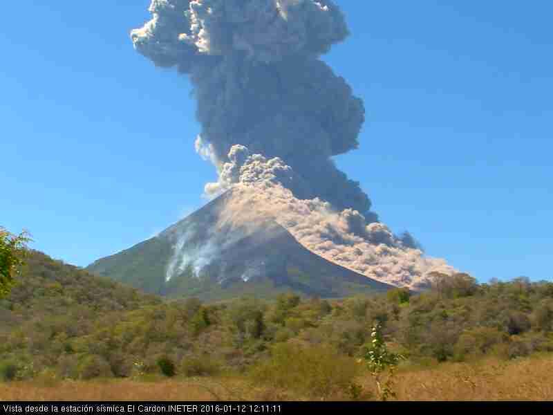 Eruption of Momotombo yesterday (INETER webcam)