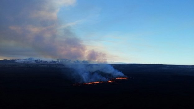 The new fissures south of the previous eruption in Holuhraun. (Picture: Lara Omarsdottir/RUV)