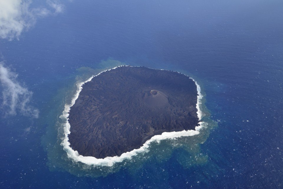 Nishimashima island seen from the air on 19 Jan 2016 (Japan Coast Guard)