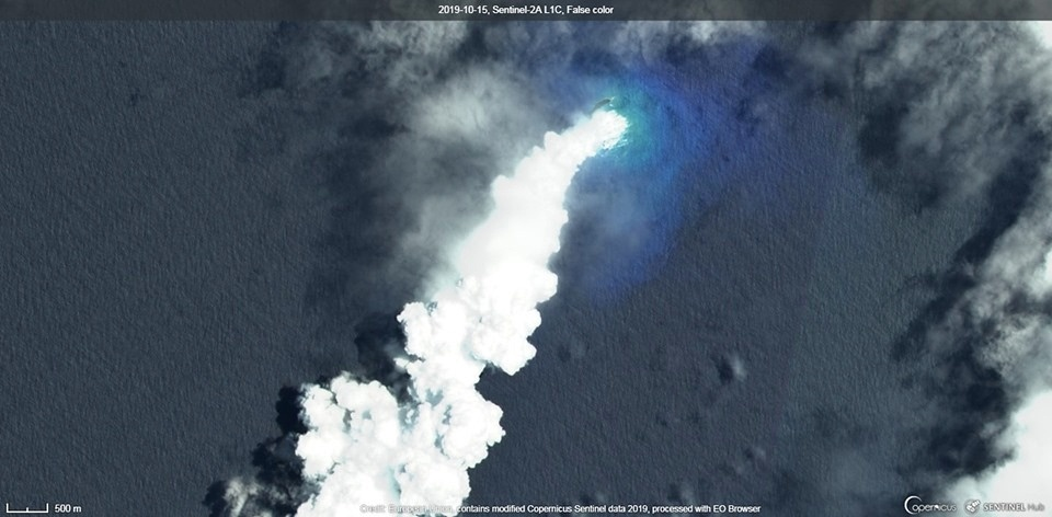 Eruption plume seen on Sentinal satellite imagery.